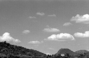 空の下に見えるワット・チョムペットという寺院