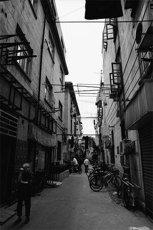 薄暗い上海の路地
