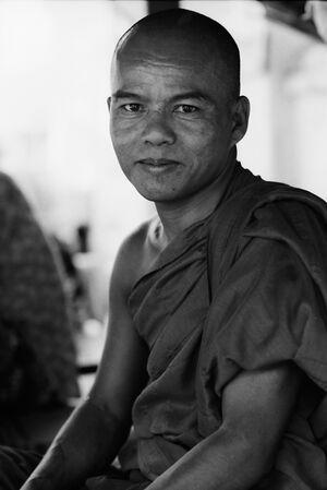 屋台にいた僧侶
