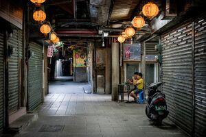 閑散とした水仙宮市場の通路