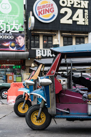 Tuk-tuk ub straight row