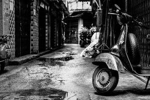 路地に駐められていたバイク