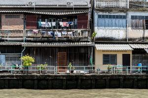 運河沿いの洗濯物