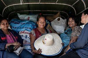 Women on songthaew