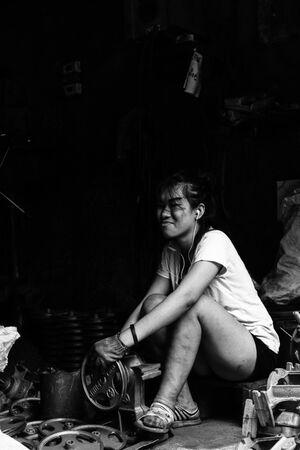 町工場で働いていた若い女性