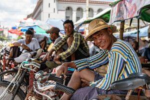 Rickshaw man grining at me