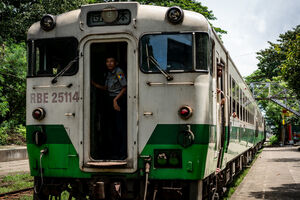 Train coming rolling in Phaya Lan Train Station