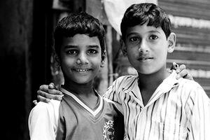 微笑む二人の男の子