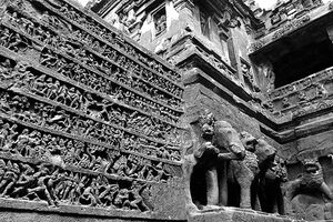 Decoration of Kailasanatha Temple
