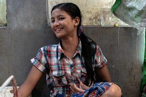 バゴーの市場で働いていた髪の長い女の子