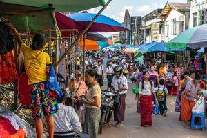 Bustling street in Bago