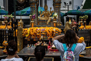 Worhippers in Erawan Shrine