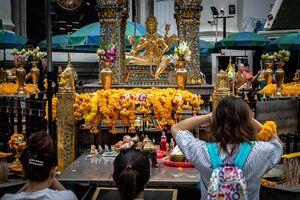 Worhippers in Erawan Shrine