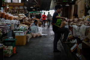 Women working in Tha Tien Market
