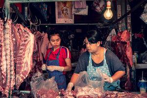 クロントゥーイ市場の肉屋で働いていた女性