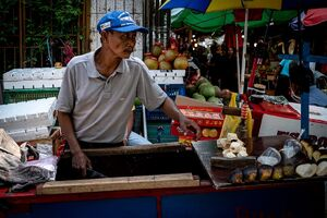 グロドック地区にいたココナッツ売り