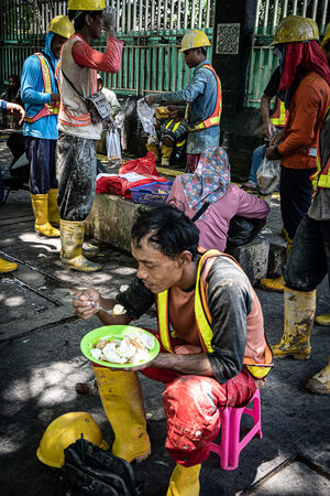 Construction worker having lunch