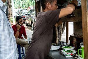 ジャカルタの町角に出ていた麺の屋台