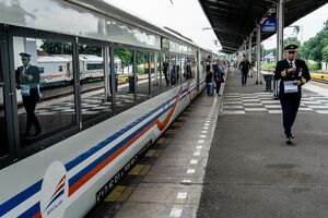 チルボン駅のプラットフォーム