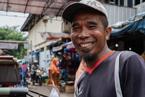 Becak driver waiting for customers at the Kanoman market