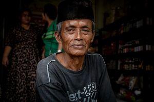 Man wearing a Songkok