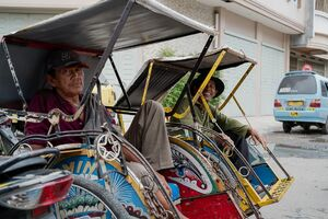 Becak drivers waiting for customers