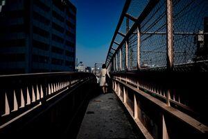 線路脇の歩道橋