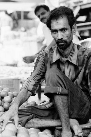 オレンジを売る男