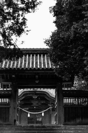 鶴山八幡宮の門