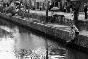Parent and child on the side of Kurashiki river