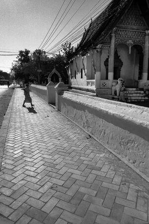 寺院に戻ってきた僧侶