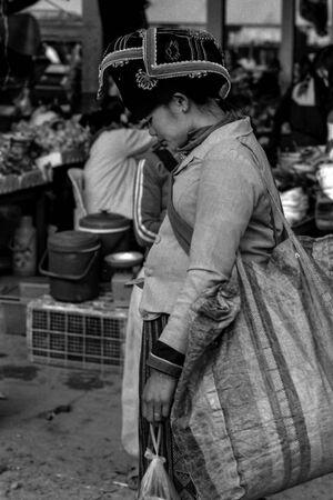 ムアンシンで見かけたモン族の女性