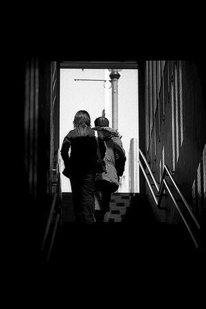 階段の上の出口