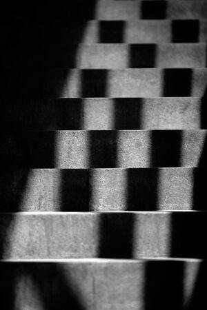 階段に落ちた影
