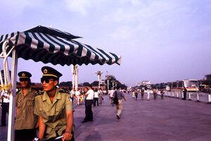 天安門広場の警察官