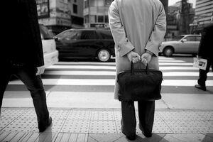 黒い鞄のサラリーマン
