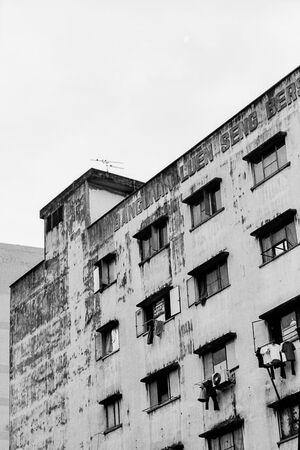 チャイナタウンに建つボロボロの建物