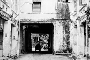 Silhouette of trishaw