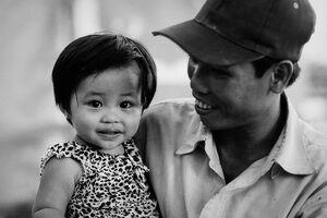 幼い女の子のキュートな笑顔