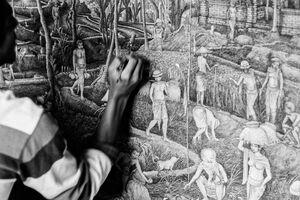 田園風景をキャンバスに描く男