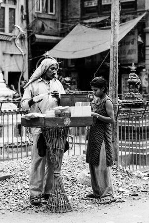 炒り豆を売る露天商