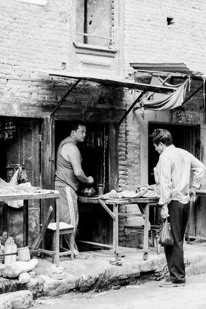 カトマンズの町角に出ていた小さな肉屋