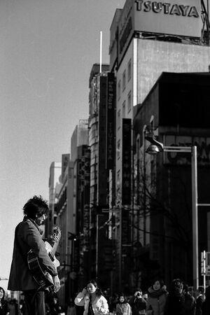 新宿のストリートミュージシャン