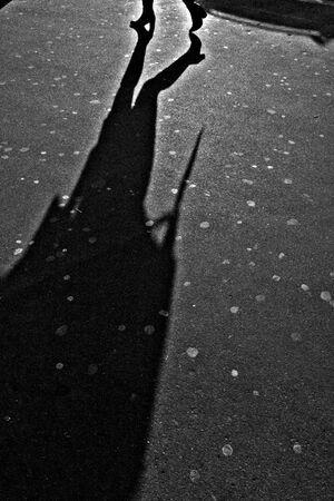 パリジェンヌの影