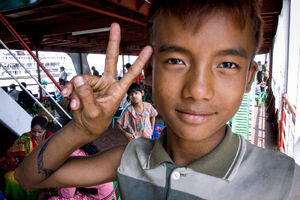 Young vendor throwing deuce
