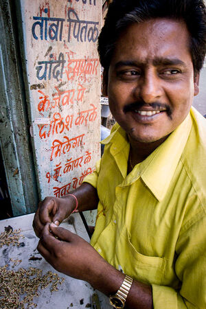Bullion dealer wearing a yellow shirt