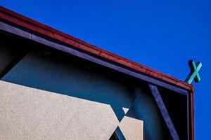 屋根の上の十字架
