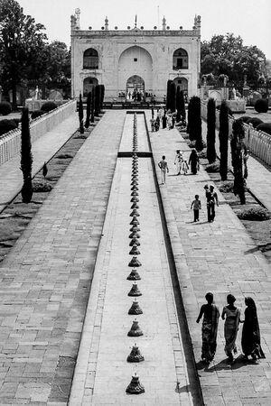 Empty fountain in Bibi Ka Maqbara