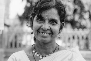 Woman wearing gorgeous Bindi