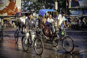 自転車とサイクルリクシャー